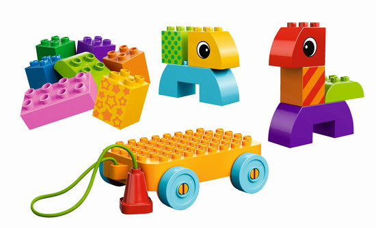 套装中所有的幼童用超大积木都与标准得宝积木完全兼容.