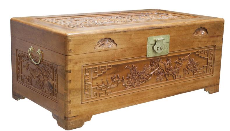 精制牡丹鹊鸟雕花樟木箱子
