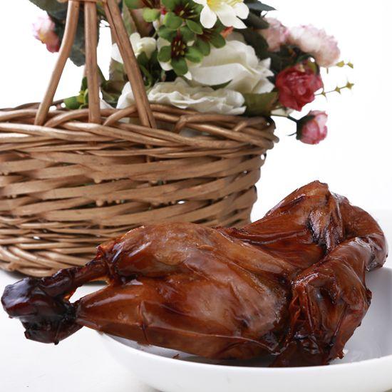 总部位于风景秀丽的崇明岛现代农业园区内,企业主要产品有生鲜,熟食禽